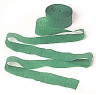 Una guirnalda verde de cinta crepe