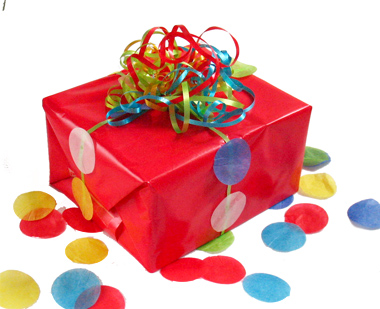 Envolver regalos con creatividad fiestafacil blog share for Envolturas para regalos
