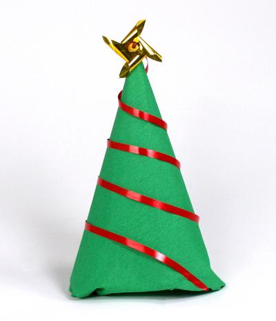 Cómo hacer una servilleta-árbol para adornar la mesa de Navidad