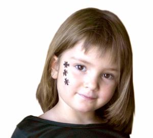 Truco de maquillaje halloween insectos en la cara - Como pintar la cara de nina de bruja ...